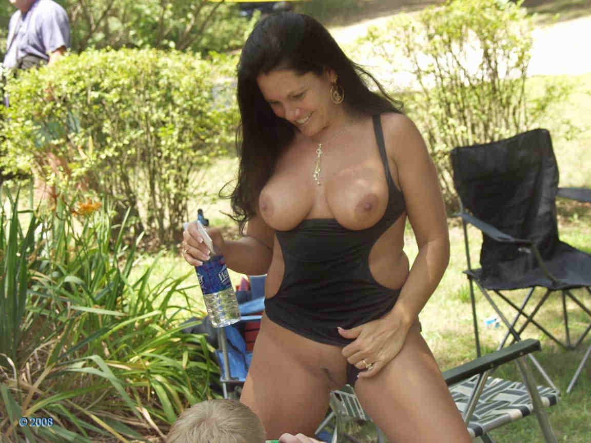 Amateur mom caught naked