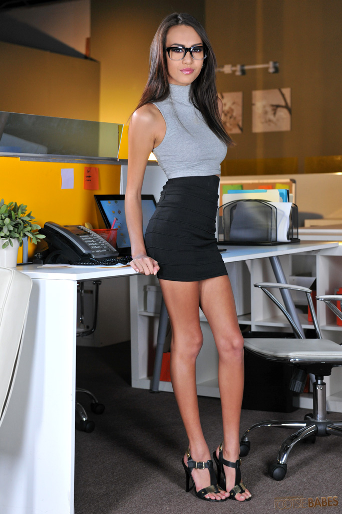 Brunette secretary Kelsi Monroe sheds skirt before hardcore sex in office  1283615